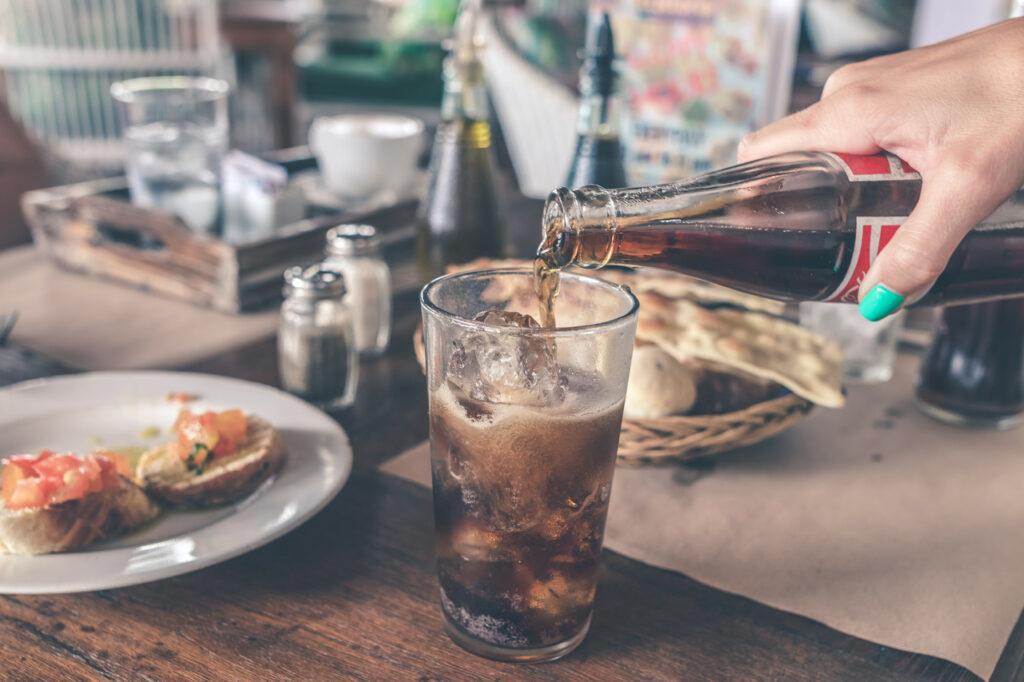 Cukier znajduje się także w słodzonych napojach