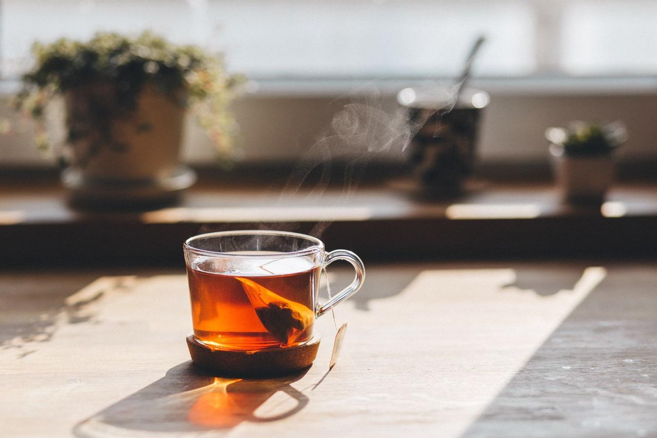 Gorąca herbata na przeziębienie