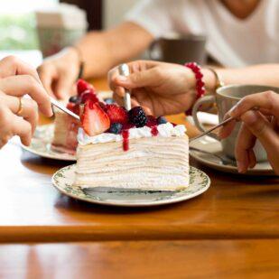 Jak przestać jeść słodycze? Pokonaj ochotę na słodycze dzięki naszym zdrowym przekąskom i deserom!