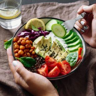Jak się zdrowo odżywiać? Skomponuj własne menu i ciesz się zdrowymi posiłkami!