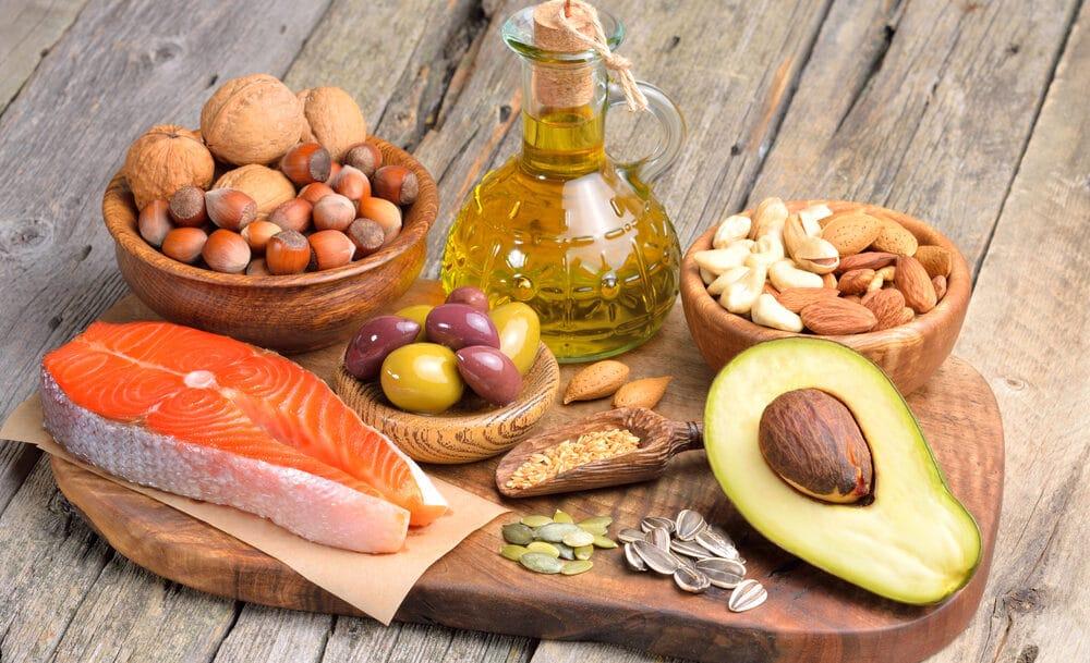 Co jeść, aby dostarczać sobie zdrowe tłuszcze? Z naszą dietą nie musisz się o to martwić!