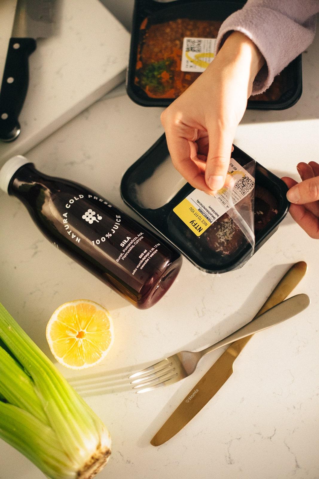 zdrowe soki owoce oraz warzywa pelne witamin z cateringiem nice to fit you
