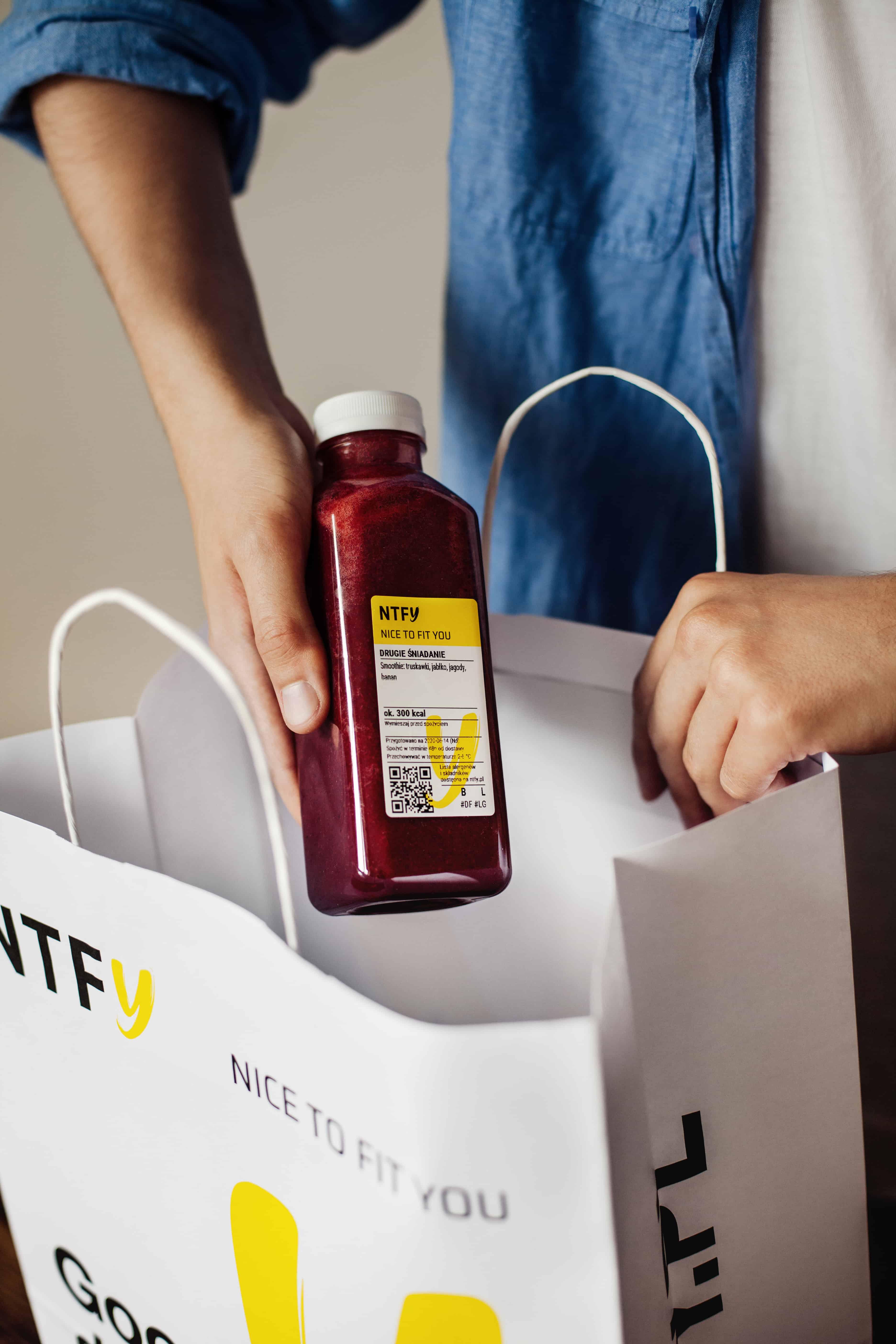 zdrowe posilki na caly dzien zapakowane do torby diety na dowoz nice to fit you